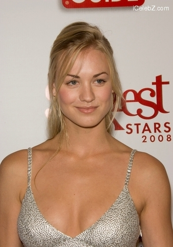 Yvonne Strahovski wallpaper called Yvonne