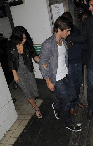 Zanessa out for a Meal In Londra