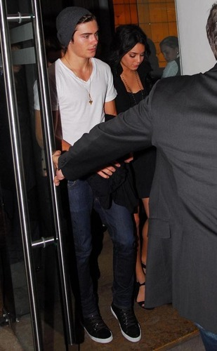 Zanessa out for a meal in Madrid