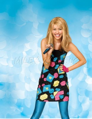 http://images1.fanpop.com/images/photos/2500000/the-new-look-of-Hannah-Montana-hannah-montana-2526612-311-400.jpg