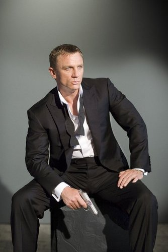 Daniel Craig Hintergrund with a business suit, a suit, and a single breasted suit called Daniel Craig