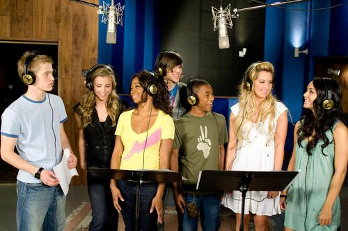 High School Musical fond d'écran entitled High School Musical 3 Publicity Stills