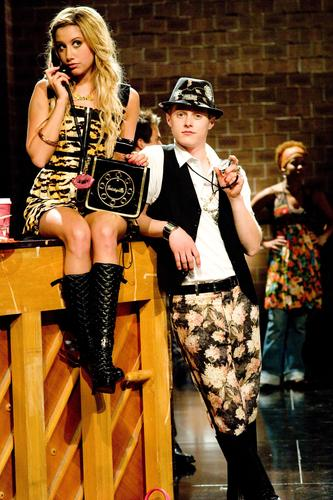 Классный мюзикл Обои containing a hip boot called High School Musical 3 Publicity Stills