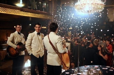 Jonas Brothers in the Amore Bug Musica Video