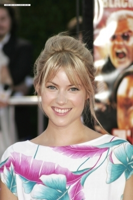 laura ramsey wallpaper with a portrait titled Laura
