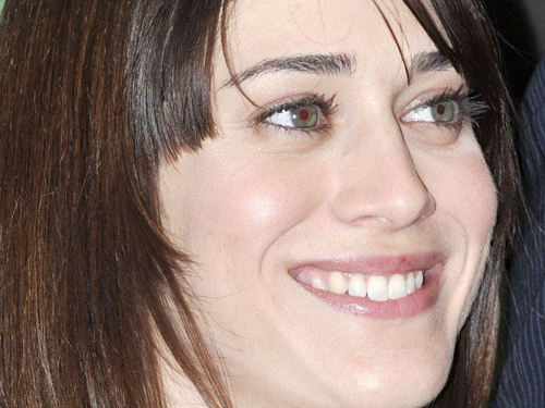 Lizzy Caplan wallpaper with a portrait entitled Lizzy