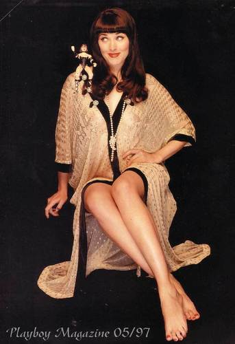 Lucy Lawless fond d'écran possibly with bare legs, hosiery, and a hip boot entitled Lucy