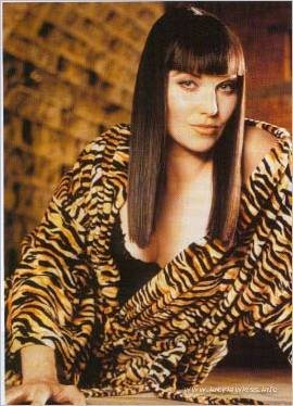 Lucy Lawless wallpaper possibly containing a portrait entitled Lucy