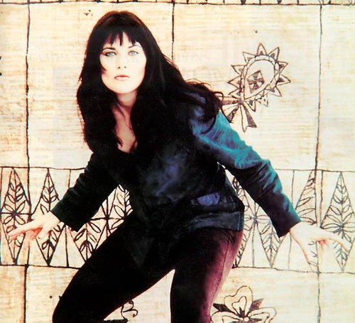 Lucy Lawless wallpaper possibly with a hip boot entitled Lucy