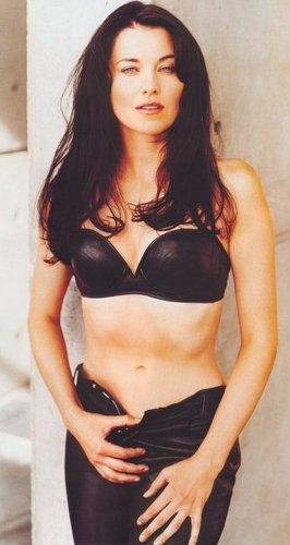 Lucy Lawless fond d'écran containing attractiveness and a brassiere called Maxime