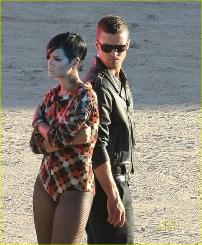"Rihanna on set ""Rehab"" muziki Video"