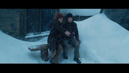 romione wallpaper with a snowbank, an igloo, and a ski resort titled Ron & Hermione Screencaps [Prisoner of Azkaban]