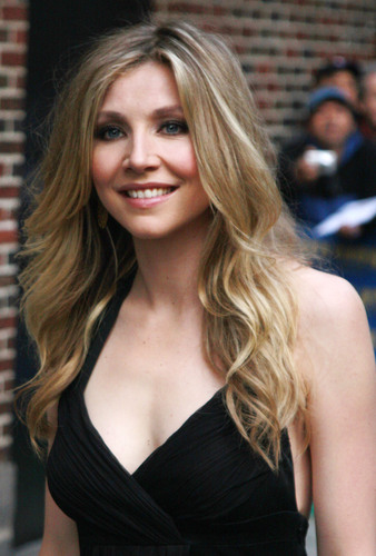 Sarah Chalke wallpaper possibly containing a cocktail dress titled Sarah.