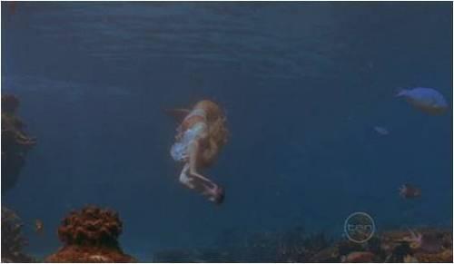 cleo nadando
