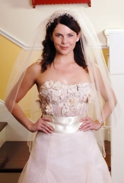 When Luke and Lorelai get engaged, where does Luke propose to Lorelai?