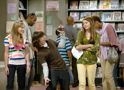 Which Hannah Montana Những người bạn are actually close buds not just on the show?