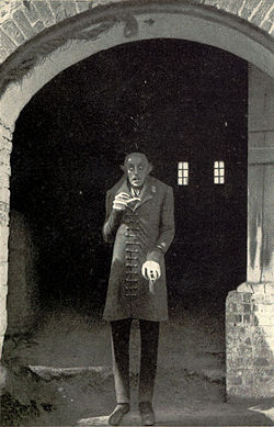 In Nosferatu, which actor played Professor Bulwer (Van Helsing)?