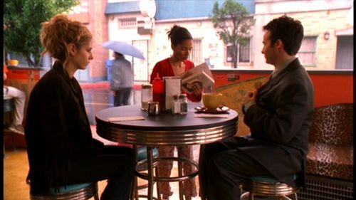 What's the name of the girl who asks for Jonathan's autograph at The expresso, café expresso Pump?