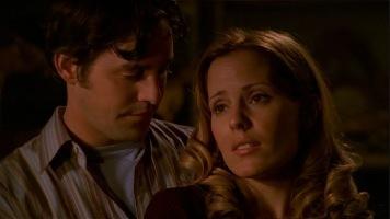What type of nước ép, nước trái cây does Xander offer Anya the first time she visits his basement?