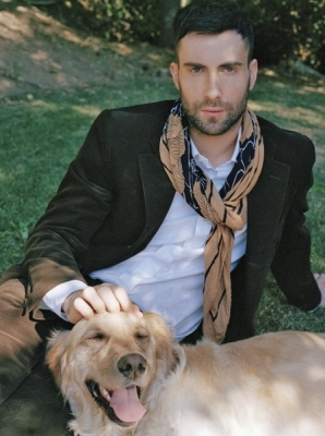 What is the name of Adam Levine's Golden Retriever?
