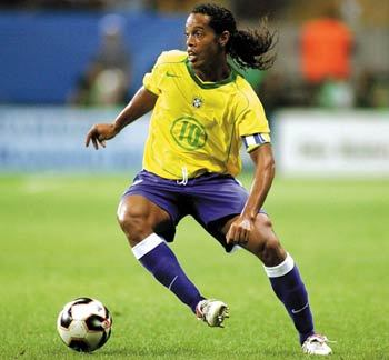 Where did Ronaldinho start his career?