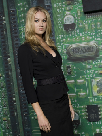 What country is the actress Yvonne Strahovski who plays Sarah Walker from?