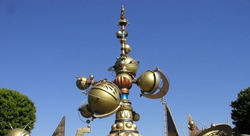 Disneyland 101: In what themed land would toi find this attraction (at least as of 2008)?