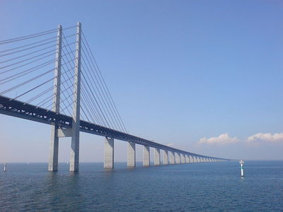 Scandinavia's Öresund bridge-tunnel is the longest combined road and rail bridge in Europe. When did it open to traffic?