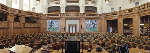 How many members of the Danish parliament are from Greenland and the Faeroe Islands?