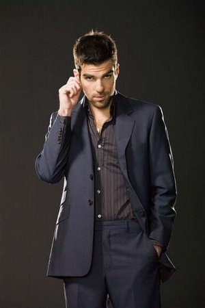 True oder false :Sylar wants to kill the superpowered humans because he believes they killed his family?