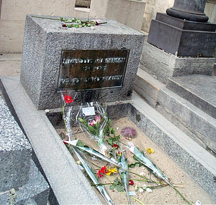 Where in Paris can you find Jim Morrison's grave?