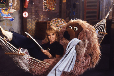 Name the fuzzy thing: Who is this sitting in his hammock with Lilo?