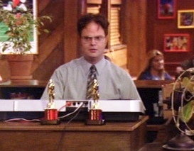 Who does Dwight call out for giving excessively long acceptance speeches at The Dundies?