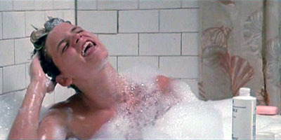 What song is Sam hát in the bathtub?