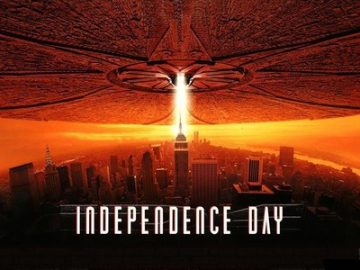 Which Firefly star had a small role in the blockbuster film Independence Day as a military lieutenant?