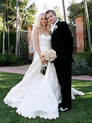 What's Avril Lavigne's husband name?