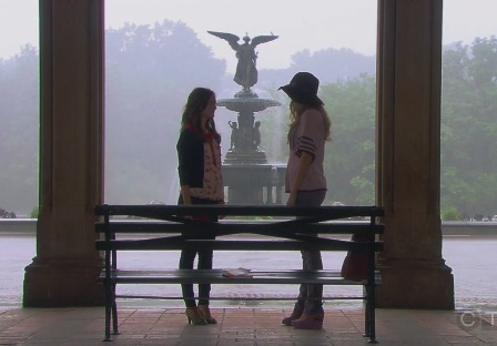 When Blair goes to Central Park to talk to Serena, what does she bring with her?