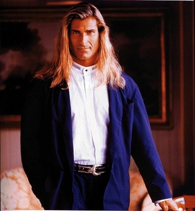 What award does Fabio win at the Fashion Awards?