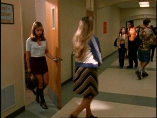 When Buffy first arrives at Sunnydale High School  who is the first person to attempt to befriend her?