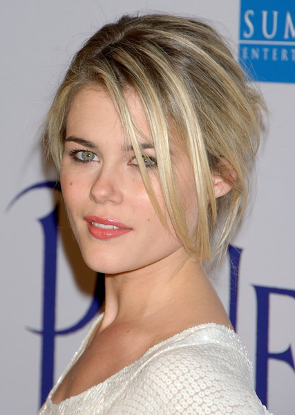 http://images1.fanpop.com/images/image_uploads/Rachael-Taylor-rachael-taylor-861516_427_600.jpg