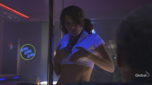 Lisa Edelstein strips on House MD
