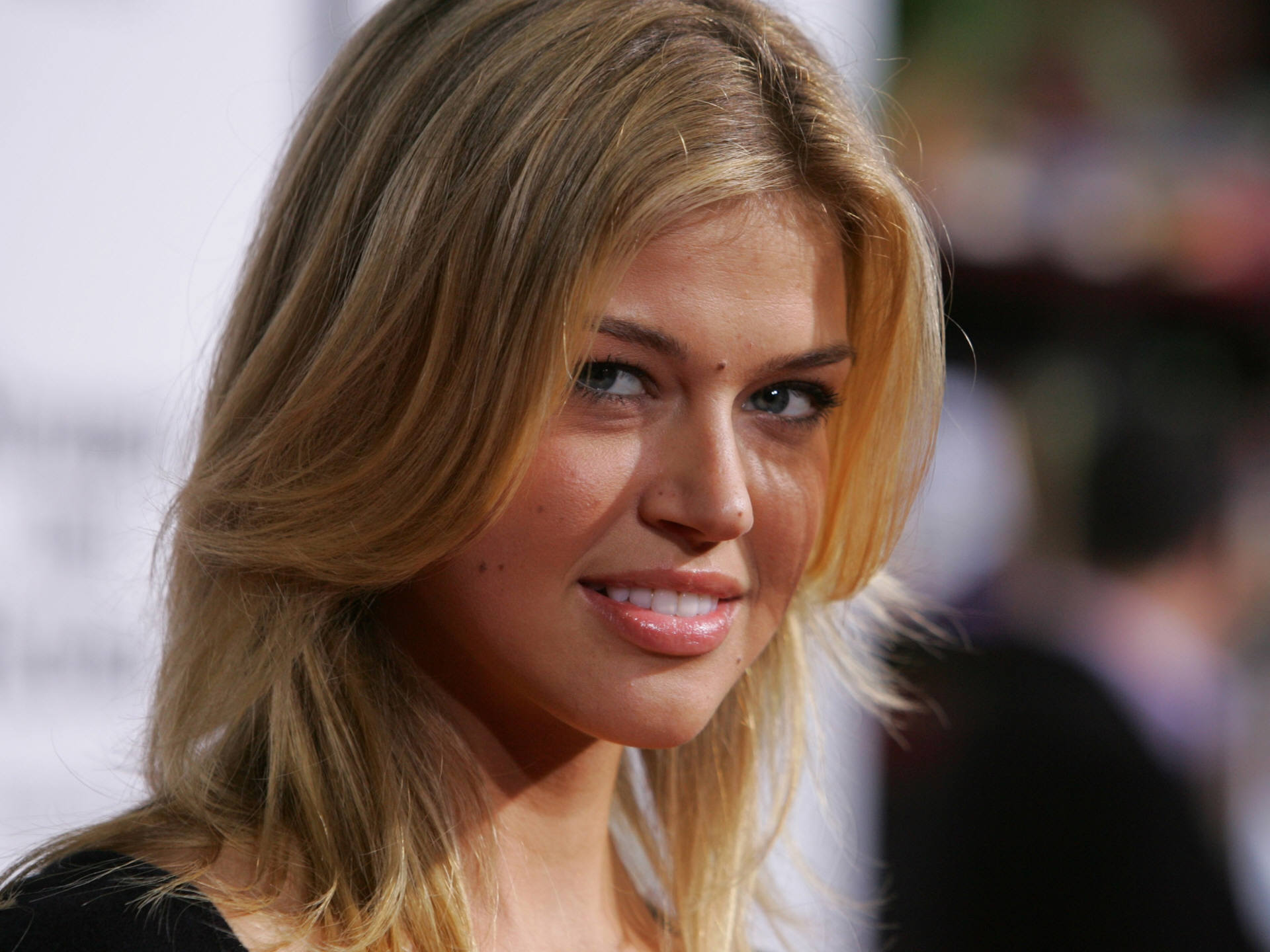 http://images1.fanpop.com/images/photos/1400000/Adrianne-adrianne-palicki-1475890-1920-1440.jpg
