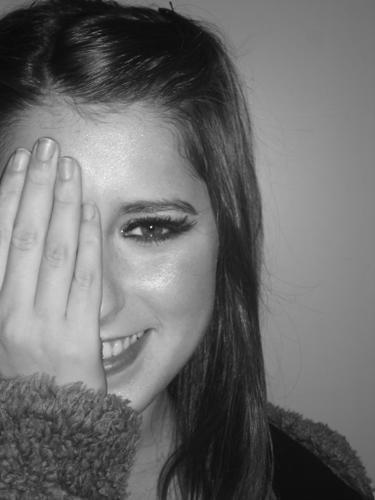 http://images1.fanpop.com/images/photos/1900000/Camila-Outin-Pia-patito-feo-1972159-375-500.jpg