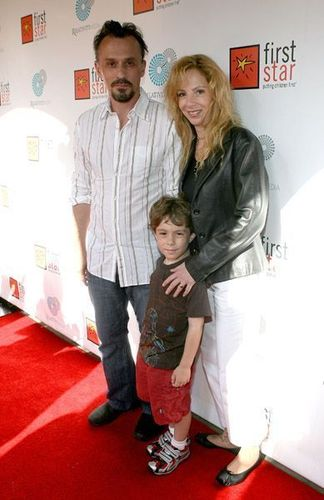 Robert Knepper and his wife and son