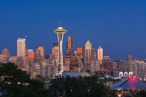 Seattle skyline with angkasa Needle at dusk