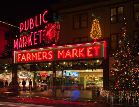Seattle, पाइक Place Market neon sign at dusk