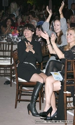 Olivia and Lisa- Yes! on শ্রদ্ধার্ঘ্য 2 Party in Los Angeles